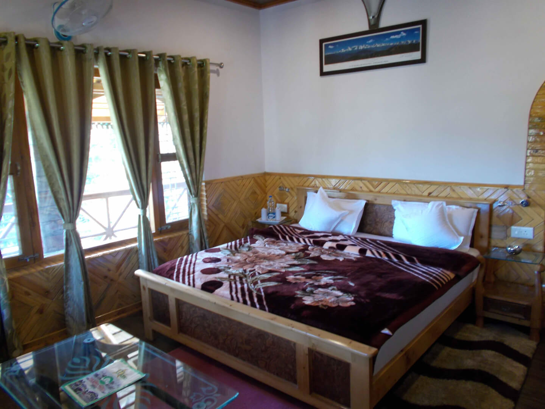Standard Room (4750 INR)